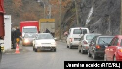 Fotografi arkivi e pikës kufitare Kosovë - Serbi, Jarinje