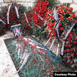 The fresh grave of Rovshan Ismayilov in the Alley of Martyrs in Baku's Bilacari cemetery on November 19