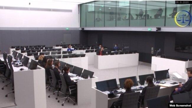 Mustafin branilac najavio je mogućnost osporavanja legalnosti suda (fotografija sa pojavljivanja Mustafe pred sudom)