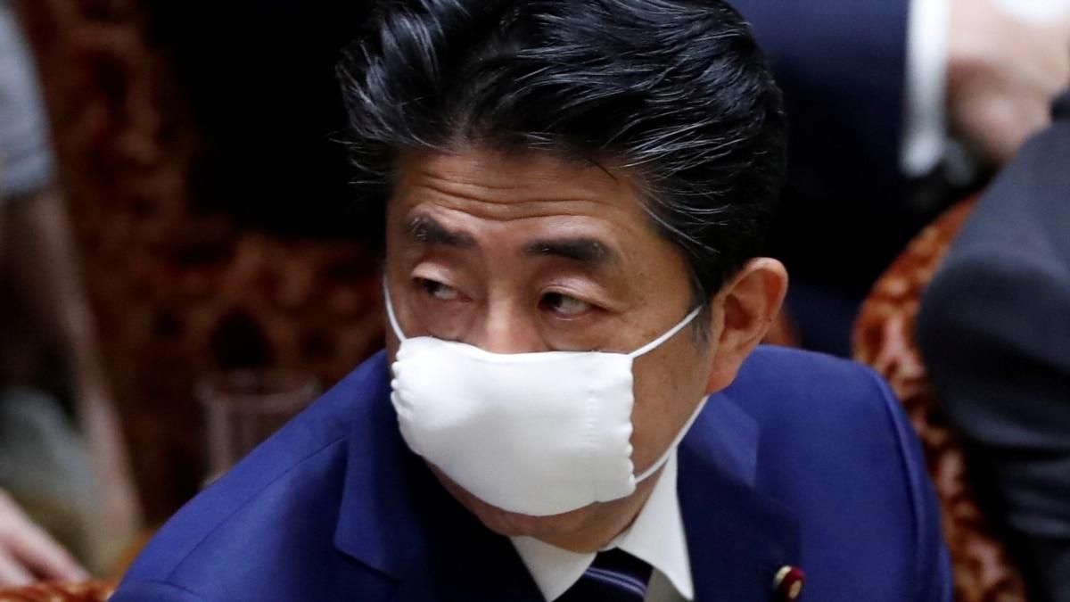 Премьер-министр Японии объявил чрезвычайное положение через коронавирус