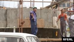 Најниски плати во градежништвото, текстилната и кожарската индустрија
