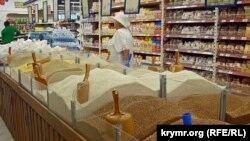 У сімферопольському супермаркеті «Яблуко», 19 вересня 2015 року
