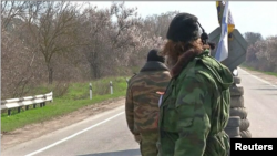 Pripadnici paramilitarne jedinice koju čine državljani Srbije, na punktu na Krimu, 2014. (ilustrativna fotografija)