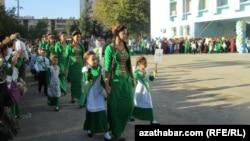 День знаний, Ашхабад (архивное фото)