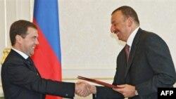 Эксперты считают, что дальше улыбок сотрудничество глав России и Азербайджана не пойдет
