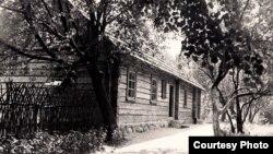 Дом у Вязынцы, у якім Я. Купала правёў дзяцінства (архіўнае фота).