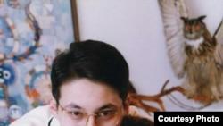 Әнші Мәдина Ералиева ұлы Арсенмен, 1999 жыл. Жеке мұрағаттағы сурет.