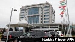 """У гостиницы """"Риксос президент"""" в Астане, где порходили переговоры по Сирии"""