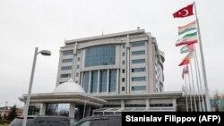 У гостиницы Rixos President в Астане, где проходили переговоры по Сирии.