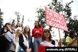 Profesori în sprijinul studenților protestatari de la Facultatea de Litere din Minsk, 5 septembrie 2020.