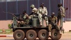 """Орталық Африка Республикасының астанасы Бангиде жүрген """"Селека"""" көтерілісшілер тобының жауынгерлері. 5 желтоқсан 2013 жыл."""