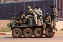 Бойцы Селеки на улицах Банги