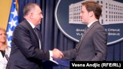 Ministri Bariša Čolak i Nikola Selaković prilikom susreta u Beogradu, 5. septmebar 2013.