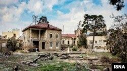 مساحت خانه «دایی جان ناپلئون» در زمان قاجار بیشتر از حال حاضر بوده و ساختمانهای آن به مرور زمان تخریب شده است.