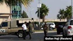 Иракские силы правопорядка охраняют место атаки на дипломатов Турции в Эрбиле, 17 июля 2019 года.