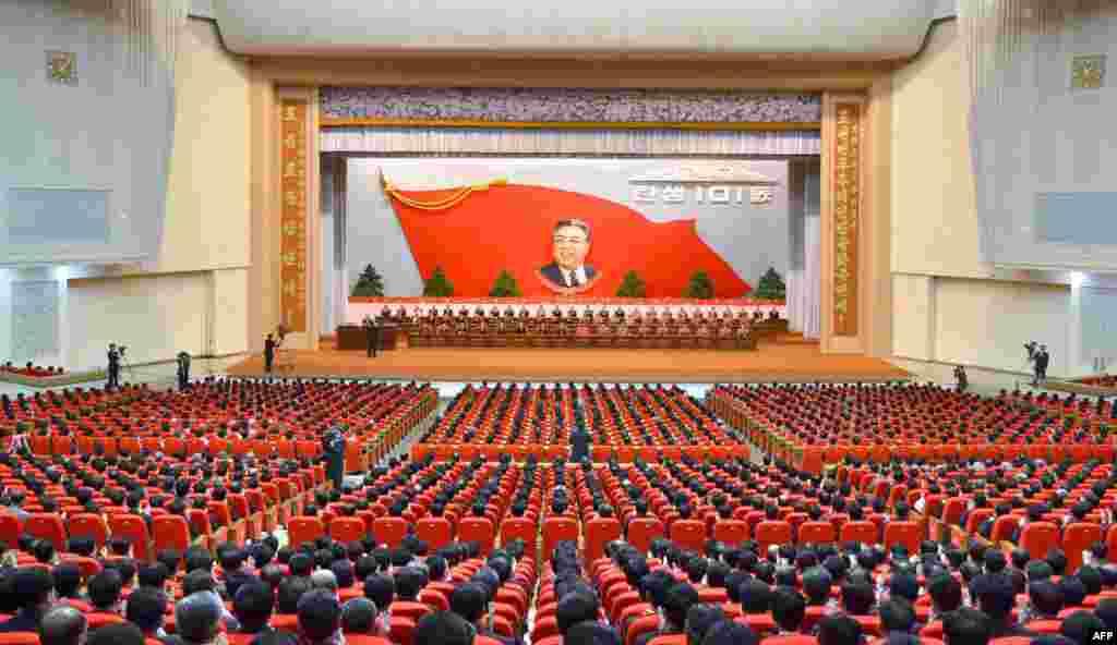 Национальное собрание в честь 101-й годовщины со дня рождения Ким Ир Сена во Дворце культуры в Пхеньяне 14 апреля 2013 г.