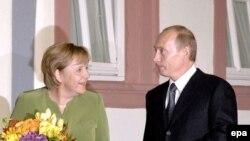 Садри аъзами Олмон Ангела Меркел ва президенти Русия Владимир Путин, 14 октябри соли 2007