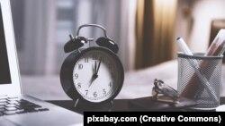 Це означає переведення годинників на годину назад