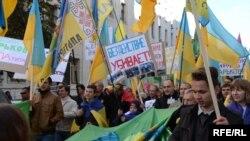 Протестующие из Харькова в Киеве требуют отстранения мэра, которого обвиняют в пророссийских симпатиях. Киев, сентябрь 2014