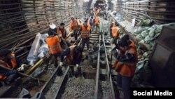 Мигранты на строительстве метро