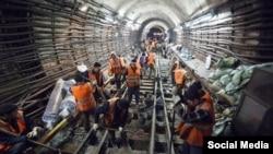 Москвада метро салып жаткан кыргыз мигранттары.