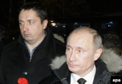 Shprygin (left) with Russian President Vladimir Putin in Moscow in December 2010 at a ceremony for a killed soccer fan