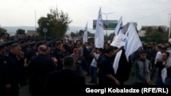 Дэнамнстрацыя каля офісу партыі «Адзіны нацыянальны рух» у Тбілісі, 19 кастрычніка 2015 году