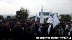 """Демонстрация у офиса партии """"Единое национальное движение"""" в Тбилиси, 19 октября 2015 года"""