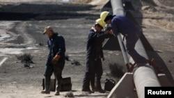 Илустрација, работници санираат штета на гасовод.