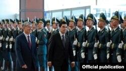 Түркмөн президенти Гурбангулы Бердымухаммедовду тосуп алуу учуру. 5-август, 2015-жыл