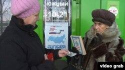 Yazıçı-nənə kitabın birini 30 rubla satır.