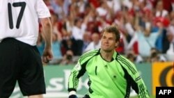 Йенс Леманн 2008 жылы Еуропа чемпионатының финалында ойнаған ең жасы үлкен қақпашыға айналды. Базель, 25 маусым 2008 жыл