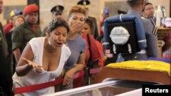 Эл Уго Чавес менен коштошууда. 7-март, 2013-жыл.