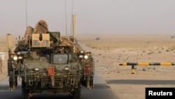 Американские войска пересекают границу Ирака. 16 августа 2010 г.