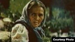 Актриса театра и кино Сабира Кумушалиева. Кадр из фильма «Белый пароход».