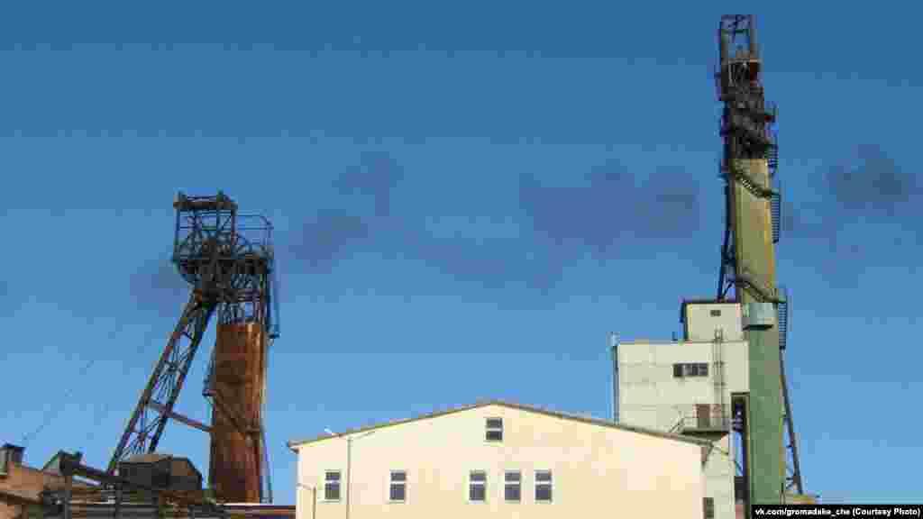 Около 12:50 в селе Глухов Львовской области на шахте №10 «Степная» на горизонте 550 метров, в 119-м конвейере в результате взрыва произошел обвал горной породы