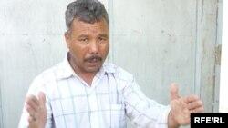 Оралман Нәби Ишан жер дауына қатысты әңгімелеп отыр. Шымкент. 1 шілде 2010 жыл.