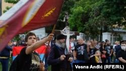 Skup podrške sveštenicima Srpske pravoslavne crkve ispred Crkve Svetog Marka u Beogradu, 14. maj 2020.