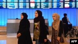 Путешественницы из стран Ближнего Востока в аэропорту Лос-Анджелеса. 29 июня 2017 года.