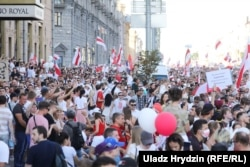 The first of several massive anti-government weekend rallies was held in the center of Minsk on August 16. It's estimated that some 200,000 people attended.