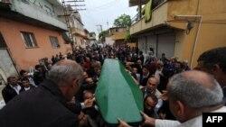 Погребот на една од жртвите во нападот во Рејханли
