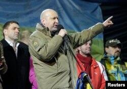 Исполняющего обязанности президента, спикера Верховной Рады Александра Турчинова на Майдане встретили свистом