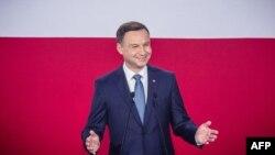 Анджей Дуда після оголошення результатів екзит-полів про свою перемогу на виборах президента Польщі, 24 травня 2015 року