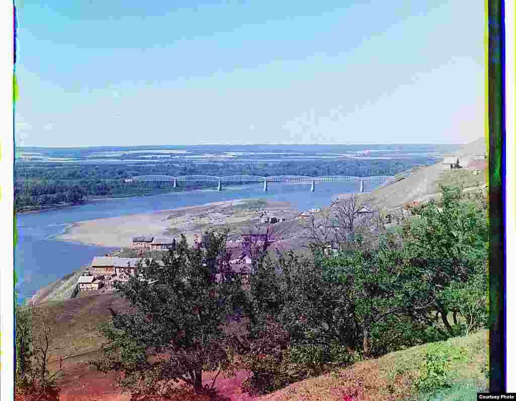 Уфа янында Агыйдел аша тимер юл күпере