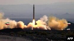 Fotografi e publikuar nga ministria e brendshme iraniane më 20 gusht 2010 ku shihet testimi i një rakete, prodhim iranian