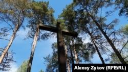 Крест в память о погибших польских гражданах в Медном