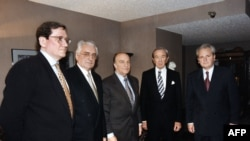Участники переговоров по выработке Дейтонских соглашений. Ричард Холбрук, Франьо Туджман, Алиа Изетбегович, Уоррен Кристофер, Слободан Милошевич.