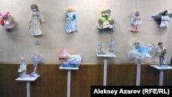 Часть экспозиции выставки «Рождество – время Ангелов», открывшейся в галерее «Вернисаж». Алматы, 6 января 2017 года.