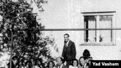 Oskar Schindler xilas etdiyi yəhudilərlə, 1947-ci il