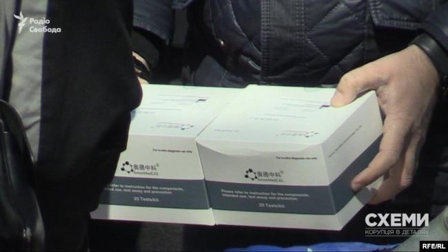 За даними джерел «Схем» на митниці, експрес-тести саме цього бренду – китайської AmonMedCAS – закупило міністерство